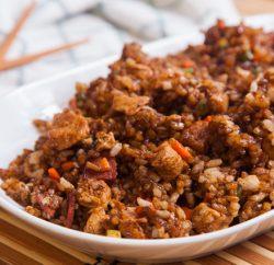 ارز مقلي بالدجاج علي الطريقة الصينية