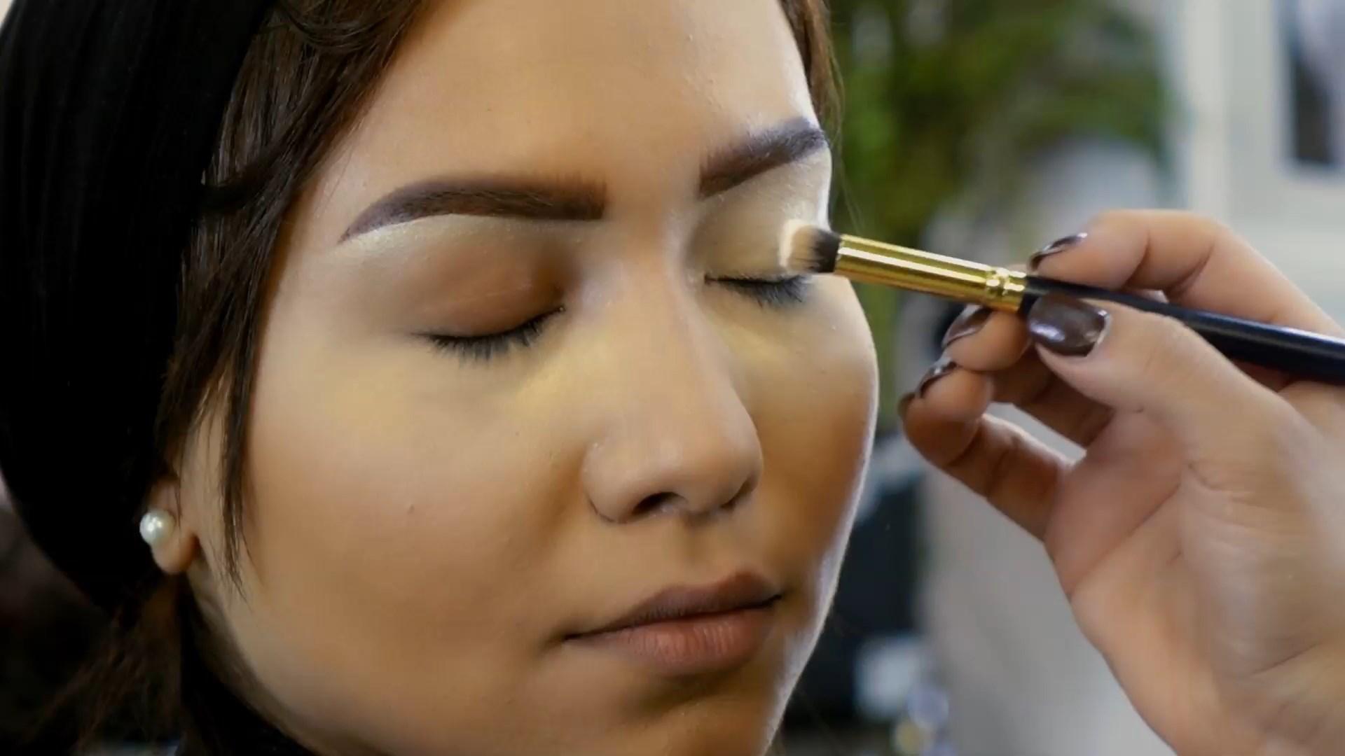 طريقة تثبيت مكياج العيون(eye shadow)