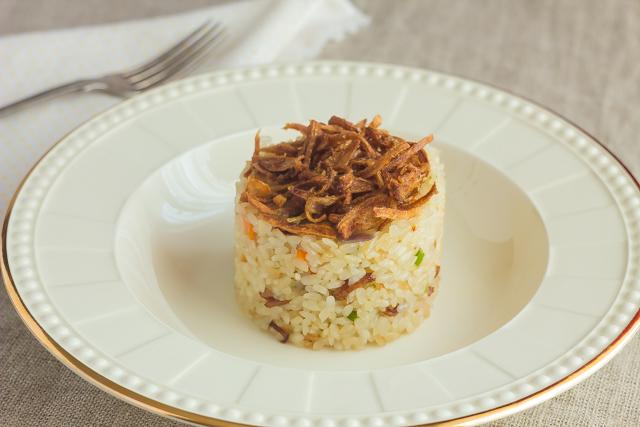 ارز محمر بالبصل والجزر والكرفس