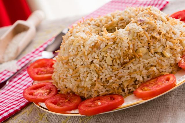ارز بالشعرية والفول النابت