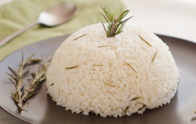 ارز ابيض بالحبهان و الروزماري