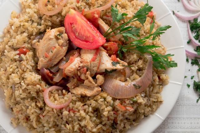 ارز بخلطة المحشي مع دجاج