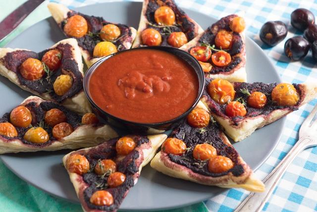 باف بيسترى بالطماطم و معجوم الزيتون الاسود مع الكاتشب السريع