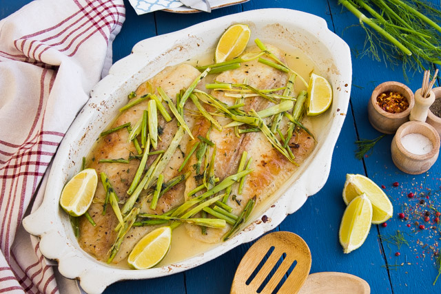 سمك قاروص بالزعتر و الشمر