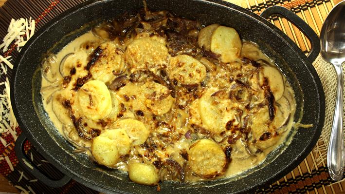 جراتان البطاطس بالبصل المكرمل