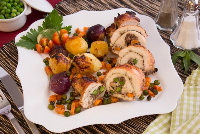 دجاج مخلي بحشوة اللحم المفروم والخضروات