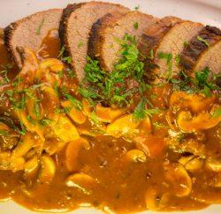 لحم روستو مع صوص المشروم