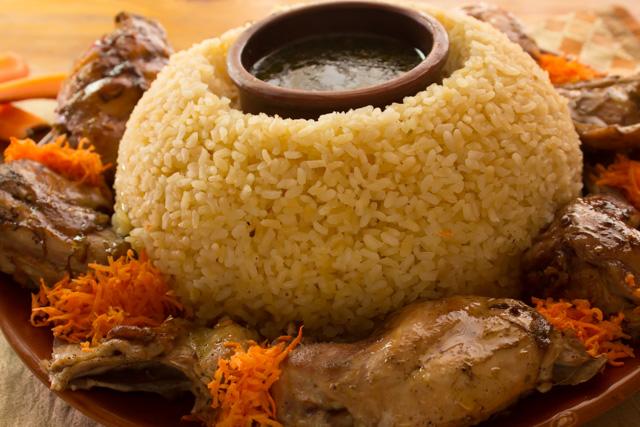 ملوخية بالارانب مع ارز ابيض