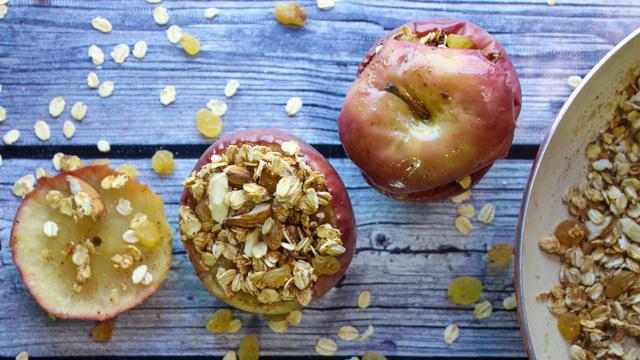 تفاح مخبوز