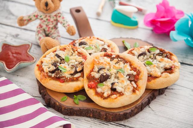بيتزا الاطفال بالصلصة الصحية