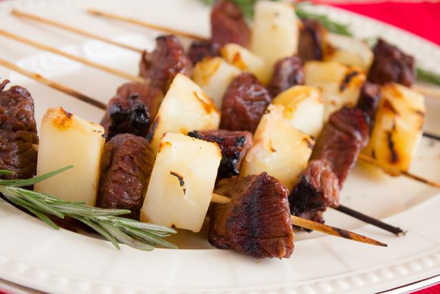 لحم مشوي بالروز ماري والبطاطس