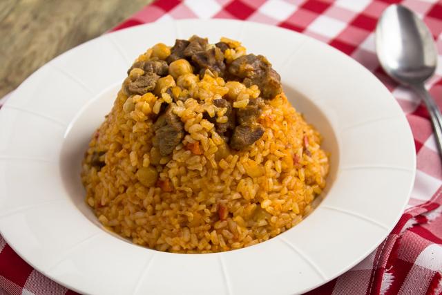 ارز أصفر بقطع اللحم