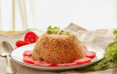 ارز بالطماطم و الكزبرة