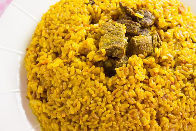 ارز اصفر باللحمة و لسان العصفور