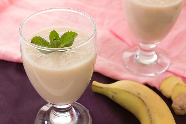 عصير الموز بالجنزبيل