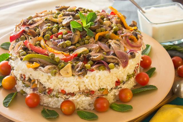 ارز بالمشروم والخضار في صوص الزبادي