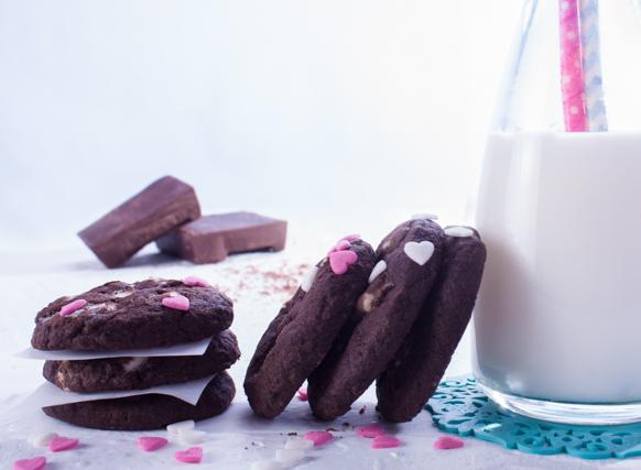 كوكيز الشيكولاتة برقائق الشيكولاتة البيضاء