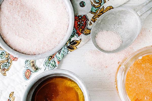 مقشر الملح هو الحل لازالة شعر الوجه قبل الصيف