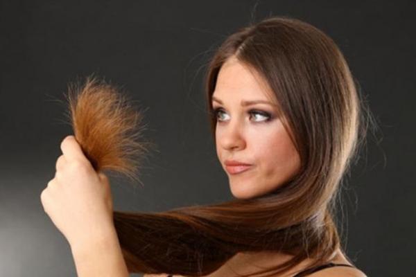 تخلصي من شعرك المتقصف بوصفات منزلية بسيطة جدا