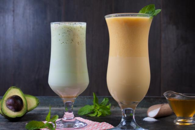 سموثي المانجو بالايس كريم وعصير الافوكادوا