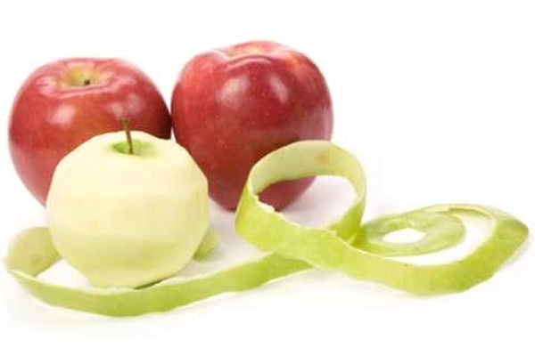 لا تتخلصي من قشور التفاح يمكنك عمل خل التفاح في البيت
