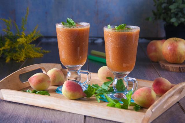 عصير التفاح و الخوخ