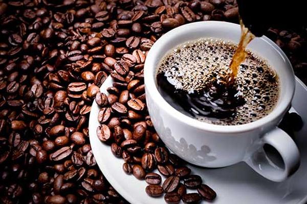 ملعقة من هذا الخليط لكوب القهوة ينسف دهون البطن