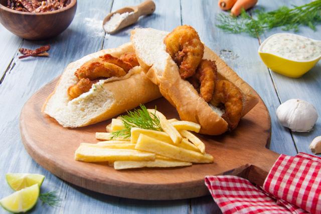 ساندويتش جمبري مع صوص التارتار