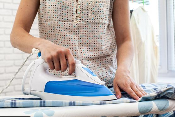 6 أخطاء أساسية عند استخدام مكواه الملابس