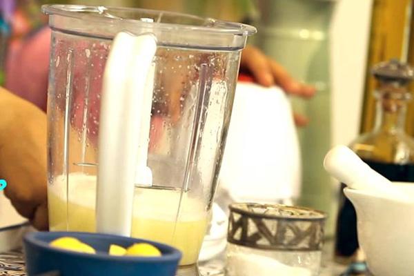 بالفيديو: التخلص من روائح الخلاط وتنظيفه بسهولة