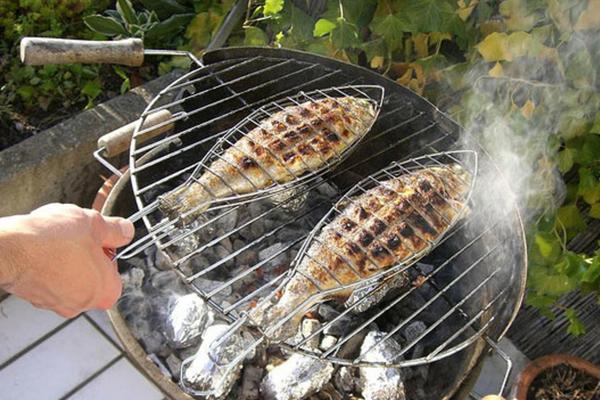 8 حيل لإزالة رائحة السمك من يديك