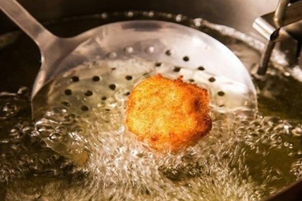 كيفية التخلص من رائحة القلي في المطبخ