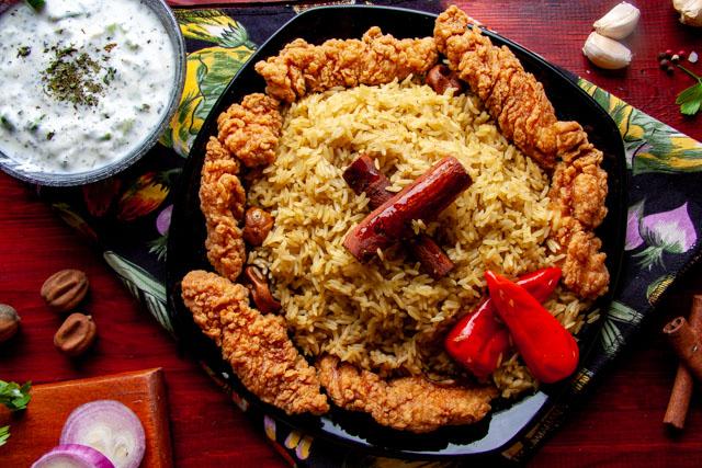 استربس الدجاج مع الارز المبهر وسلطة الزبادي
