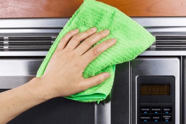 طرق تنظيف الأجهزة الكهربائية في المنزل