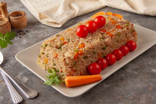 ارز الدجاج بالبسلة والجزر