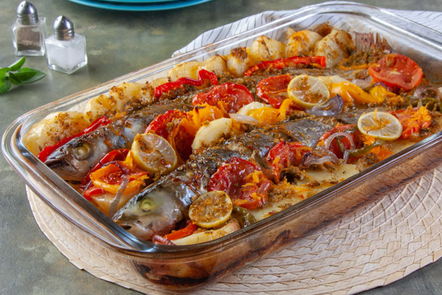 صينية سمك بوري بالبطاطس