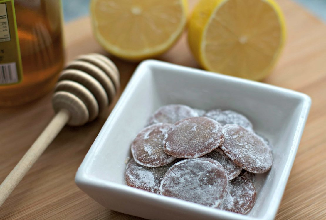فصل الشتاء إقترب ... اصنعى أقراص العسل والجنزبيل لعلاج الكحة بإيديك