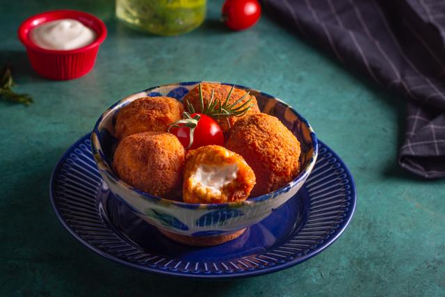 كرات البطاطس بحشوة المايونيز