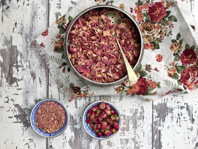 ماسك الورد المجفف والشوفان والطمى للجسم والبشرة وصفة مميزة لنهاية الإسبوع